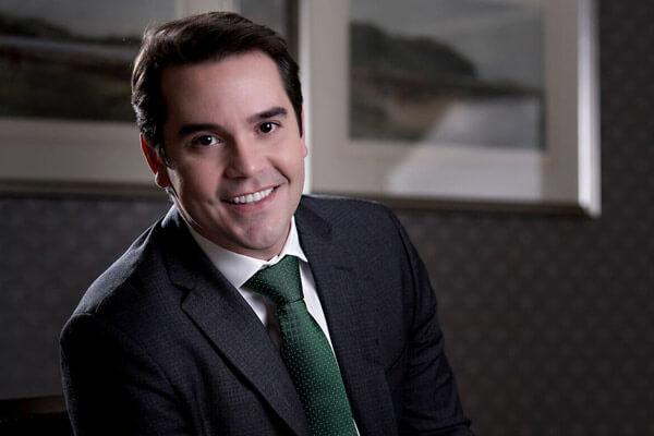 Gustavo De Oliveira, DMD